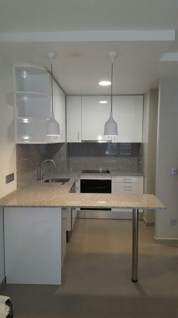 Mini cuines de disseny, per a mini pisos en pocs metres quadrats hem dissenyat una cuina agradable i funcional a construccions Núñez realitzem projectes integrals de decoració. Dissenyem el seu projecte d'acord a les seves necessitats.