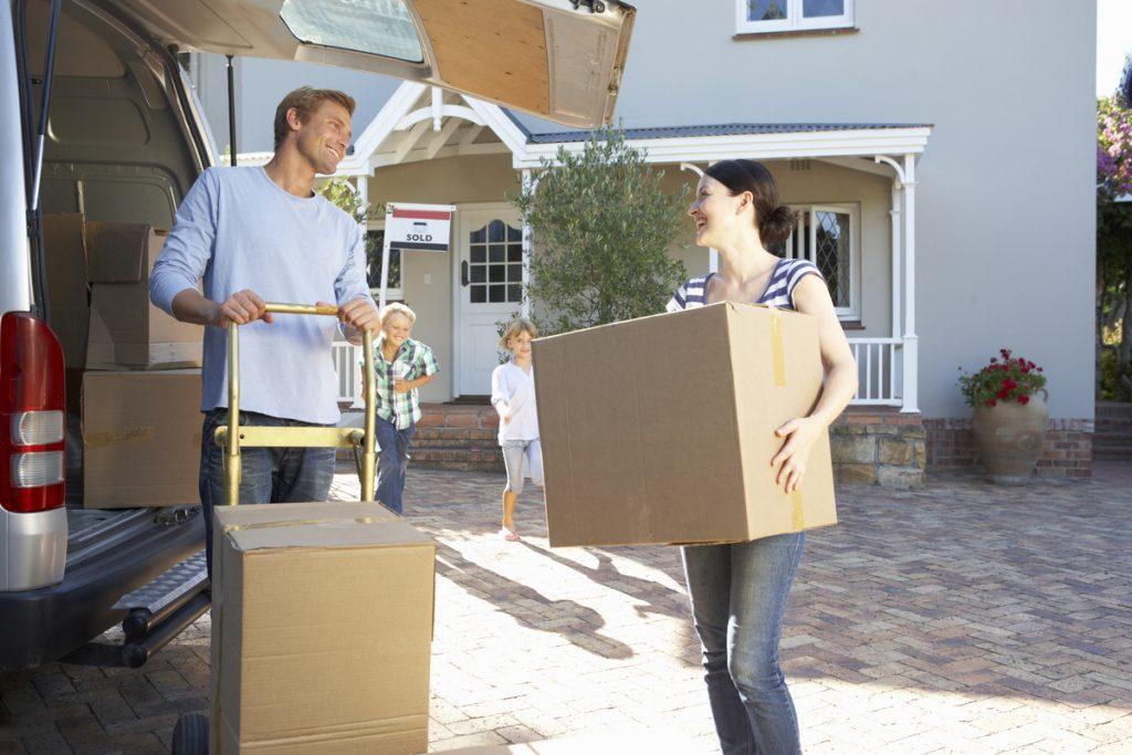 Family moving houseLI OFERIM UN SERVEI D'ALTA QUALITAT, RÀPID I ECONÒMIC<br /> 1. Servei Nacional i Internacional<br /> escollim els vehicles amb la capacitat més adequada per a cada servei<br /> 2 Muntatge de mobles<br /> comptem amb muntadors professionals per garantir el bon tracte als mobles<br /> 3 Servei d'embalatge des del seu habitatge<br /> El tipus d'embalatge més adequat per a cada objecte<br /> 4 Elevador de mobles per a façanes<br /> La seva mudança resultarà més còmoda i segura<br /> 5 Caixes de cartó<br /> Li oferim una àmplia gamma de caixes de cartó.<br /> 6 BUIDATGE DE PISOS, CASES, LOCALS...<br /> Buidatge de pisos, cases, locals, oficines. En menys de 24 hores.