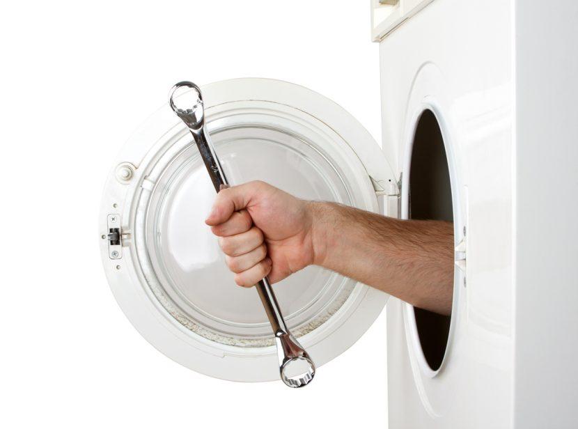 """SERVEIS Aproximadament un 42% del consum d'energia d'un habitatge privat es destina a la calefacció i refrigeració. Mes de la meitat de la calor generat per la calefacció de l'habitatge es perd per les parets exteriors sense aïllament termic. AMB AQUEST SISTEMA D'AÏLLAMANT TÈRMIC PER L'EXTERIOR SOLUCIONEM TOTS ELS PONTS TÈRMICS I ACONSEGUIM UN GRAN ESTALVI ENERGÈTIC I ECONÒMIC. Us podem oferir diversos serveis d'edificació tals com: Treballs de feines de paleta Treballs d'estructura Construcció d'habitatges i edificis """"Claus en mà"""" Obres d'enderroc Reformes i rehabilitació Treballs de seguretat Obres d'interiorisme I els serveis tècnics: Estudis de viabilitat i gestió de costos Projectes d'obra i decoració Cèdules d'habitabilitat Direccions d'obra Estudis de seguretat Reformes de banys: revestiments, sanitaris i mobles de bany. Reformes de banys: revestiments ceràmics, sanitaris, aixetes, banyeres, plats de dutxa, columnes d'hidromassatge, adaptació de banys per a minusvàlids, mampares de bany, etc. Ens encarreguem de tot el procés de reforma del bany per ocasionar-te les mínimes molèsties i ens adaptem a les teves necessitats del projecte de reforma del bany. A Construccions Núñez som especialistes en la reforma de cuines i banys, som una empresa Andorrana dedicada al disseny i muntatge de cuines i banys, així com a reformes integrals de pisos, reforma d'apartaments, reformes d'hotels, reformes de cuines i reformes de banys. A construccions Núñez som els """"Manetes"""" d'Andorra. Reparacions domèstiques i més... Fem les següents feines: -tota classe d'aluminis -mampares -electricistes -llauners -paletes -pintors -fusters -climatitzacions -cctv -petita venda d'electrodomèstics -venda i instal·lació de calderes -fatxades / mono capa -tota classe de manteniments -tenim enginyers per fer qualsevol projecte -butlletins elèctrics, aigua, gas, clima -il·luminació led -Reparacions de màquines de cosir -muntadors de mobles -servei furgoneta + conductor -vidres / miralls -venda i"""